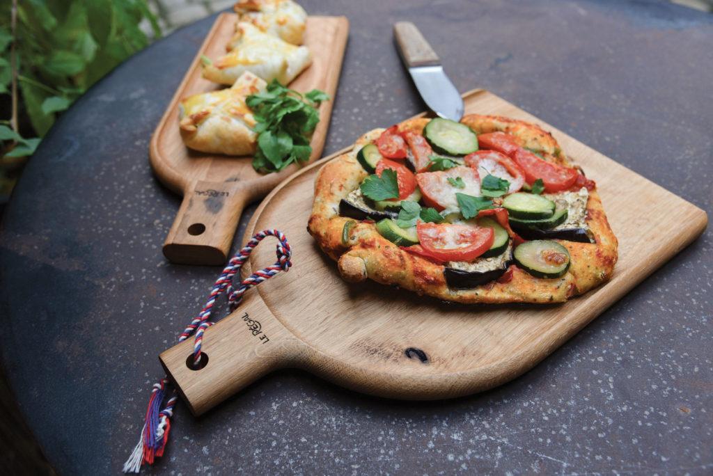 Planche à pizza en bois pour une présentation design et naturelle